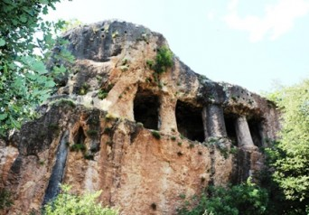 Vezirköprü Esenköy Kaya Mezarları